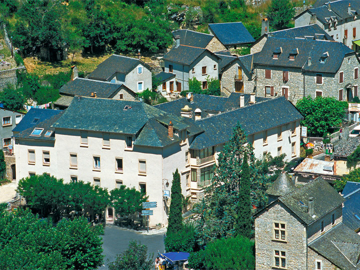 Village de vacances brommat en carladez azureva for Kerjouanno azureva